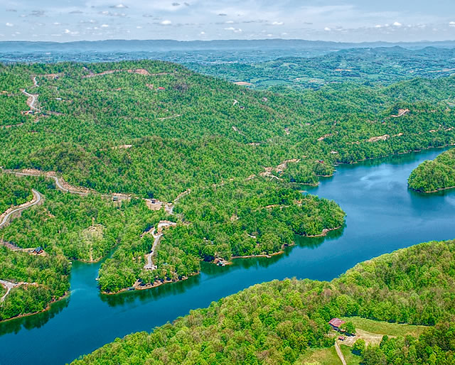 Lone Mountain Shores lake property for sale on Norris Lake